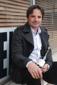 Jean-Philippe Bret, shown actual size