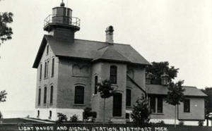 grand-traverse-lighthouse-1915
