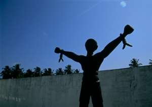 Memorial statue of a slave breaking his bonds.