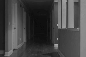 Del Rey hallway